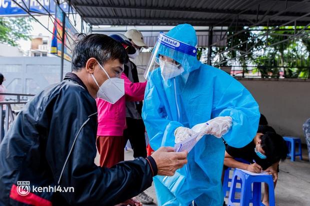 Hà Nội: Ngày 8/9, gần 600 người khai báo có triệu chứng ho, sốt, khó thở - Ảnh 1.