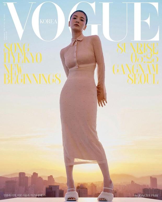 Song Hye Kyo chặt chém bìa Vogue với body 0% mỡ thừa, ai ngờ ảnh hậu trường chụp bừa còn hot hơn vì lộ visual thật - Ảnh 3.