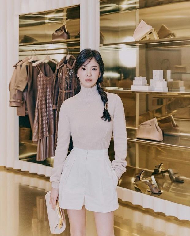Song Hye Kyo chặt chém bìa Vogue với body 0% mỡ thừa, ai ngờ ảnh hậu trường chụp bừa còn hot hơn vì lộ visual thật - Ảnh 7.
