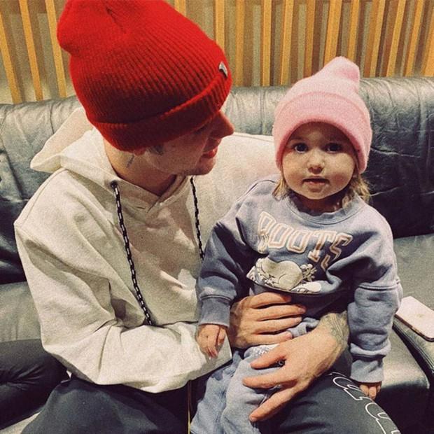 Justin Bieber về nhà chúc mừng sinh nhật em gái 3 tuổi: Cùng bà xã Hailey bế em mà dân tình rần rần vì nhìn giống 1 gia đình quá! - Ảnh 7.