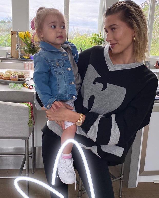 Justin Bieber về nhà chúc mừng sinh nhật em gái 3 tuổi: Cùng bà xã Hailey bế em mà dân tình rần rần vì nhìn giống 1 gia đình quá! - Ảnh 8.