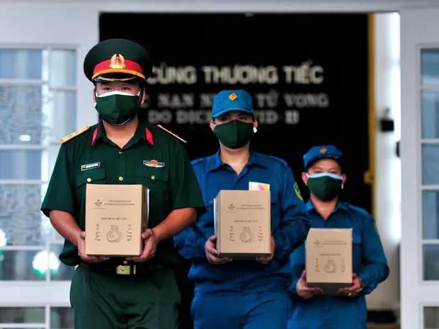 Bộ Tư lệnh TP.HCM nói về thông tin Xe tải chở 46 thi hài từ TP về Bến Tre hỏa táng  - Ảnh 1.