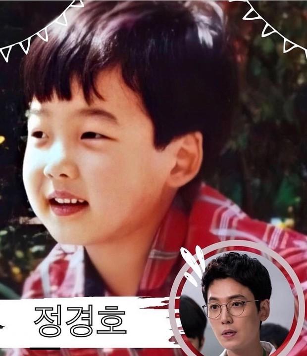 Phát cuồng với ảnh dàn sao Hospital Playlist hồi nhỏ: Bố con Jo Jung Suk lớn bé gì cũng chuẩn chúa hề luôn - Ảnh 4.