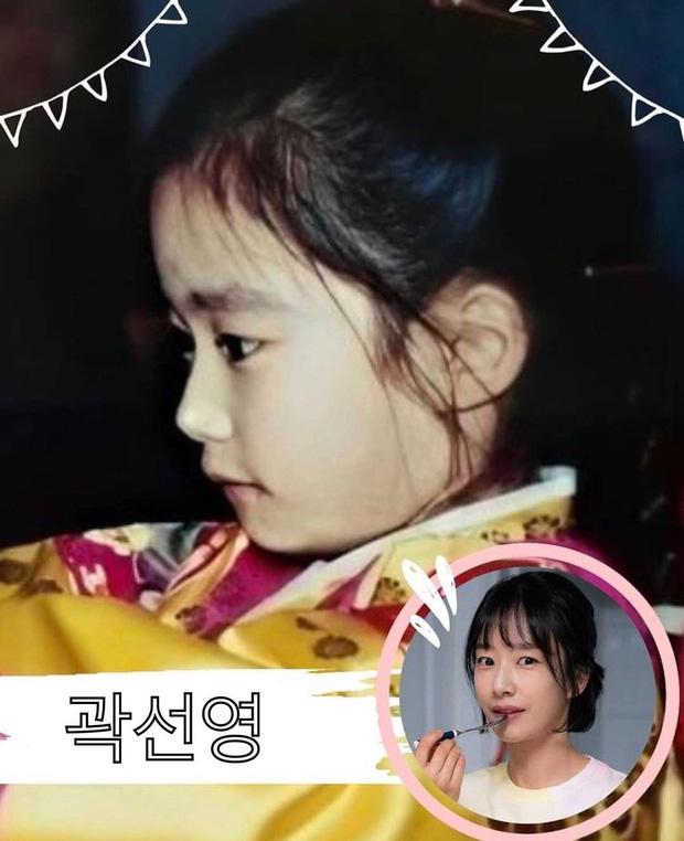 Phát cuồng với ảnh dàn sao Hospital Playlist hồi nhỏ: Bố con Jo Jung Suk lớn bé gì cũng chuẩn chúa hề luôn - Ảnh 6.
