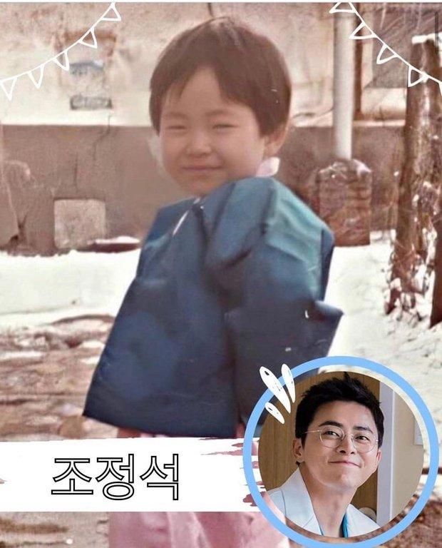 Phát cuồng với ảnh dàn sao Hospital Playlist hồi nhỏ: Bố con Jo Jung Suk lớn bé gì cũng chuẩn chúa hề luôn - Ảnh 1.