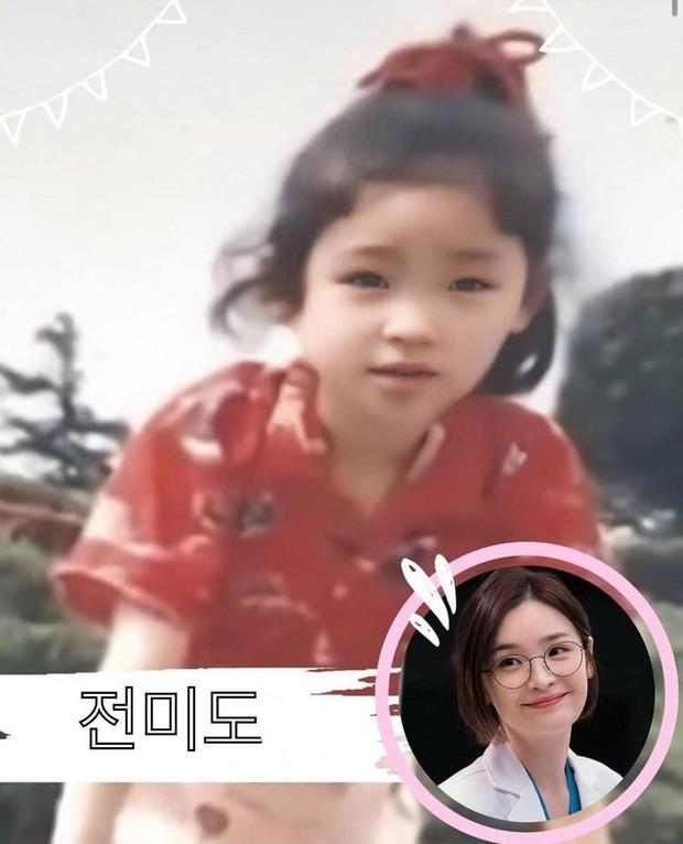 Phát cuồng với ảnh dàn sao Hospital Playlist hồi nhỏ: Bố con Jo Jung Suk lớn bé gì cũng chuẩn chúa hề luôn - Ảnh 2.