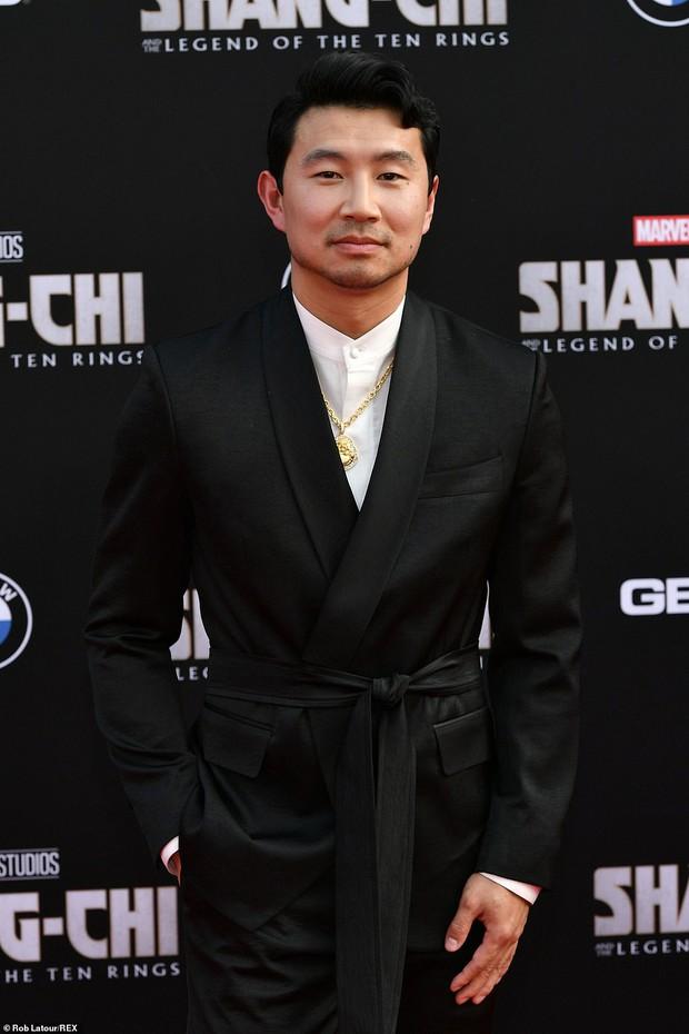 Thảm đỏ bom tấn Marvel Shang-Chi: Hoa hậu TVB bị hot TikToker hở bạo chặt đẹp, Mark Tuan (GOT7) át cả nam chính và dàn siêu sao - Ảnh 2.