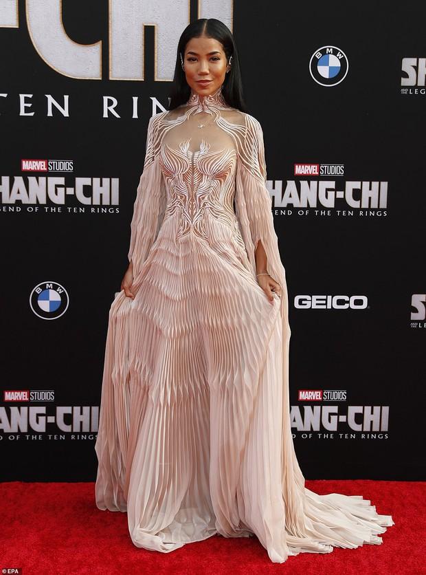Thảm đỏ bom tấn Marvel Shang-Chi: Hoa hậu TVB bị hot TikToker hở bạo chặt đẹp, Mark Tuan (GOT7) át cả nam chính và dàn siêu sao - Ảnh 25.