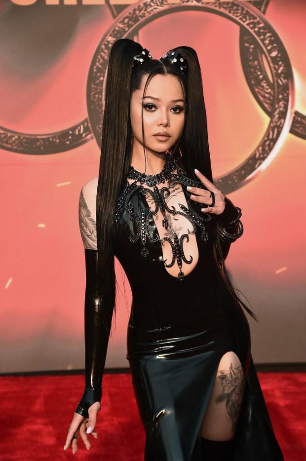 Thảm đỏ bom tấn Marvel Shang-Chi: Hoa hậu TVB bị hot TikToker hở bạo chặt đẹp, Mark Tuan (GOT7) át cả nam chính và dàn siêu sao - Ảnh 11.