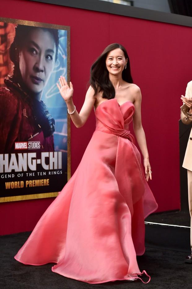 Thảm đỏ bom tấn Marvel Shang-Chi: Hoa hậu TVB bị hot TikToker hở bạo chặt đẹp, Mark Tuan (GOT7) át cả nam chính và dàn siêu sao - Ảnh 7.