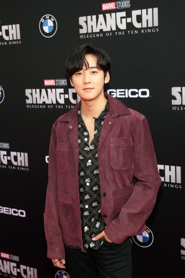 Thảm đỏ bom tấn Marvel Shang-Chi: Hoa hậu TVB bị hot TikToker hở bạo chặt đẹp, Mark Tuan (GOT7) át cả nam chính và dàn siêu sao - Ảnh 18.