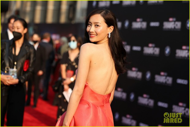 Thảm đỏ bom tấn Marvel Shang-Chi: Hoa hậu TVB bị hot TikToker hở bạo chặt đẹp, Mark Tuan (GOT7) át cả nam chính và dàn siêu sao - Ảnh 8.