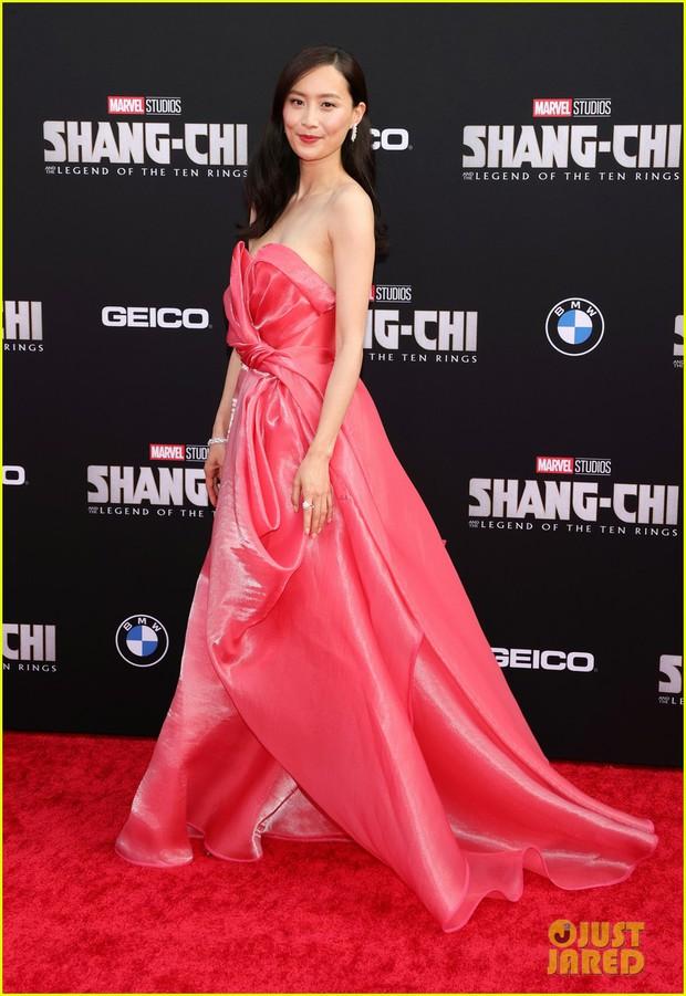 Thảm đỏ bom tấn Marvel Shang-Chi: Hoa hậu TVB bị hot TikToker hở bạo chặt đẹp, Mark Tuan (GOT7) át cả nam chính và dàn siêu sao - Ảnh 9.