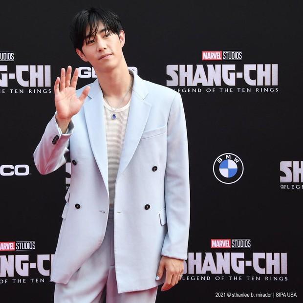 Thảm đỏ bom tấn Marvel Shang-Chi: Hoa hậu TVB bị hot TikToker hở bạo chặt đẹp, Mark Tuan (GOT7) át cả nam chính và dàn siêu sao - Ảnh 13.