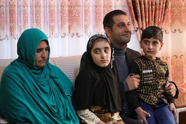Cô gái Afghanistan trong tấm hình nổi tiếng thế giới: Phía sau đôi mắt hút hồn chứa đựng số phận nghiệt ngã của đứa trẻ tị nạn mồ côi - Ảnh 7.