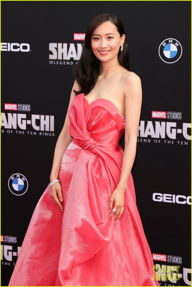 Thảm đỏ bom tấn Marvel Shang-Chi: Hoa hậu TVB bị hot TikToker hở bạo chặt đẹp, Mark Tuan (GOT7) át cả nam chính và dàn siêu sao - Ảnh 6.