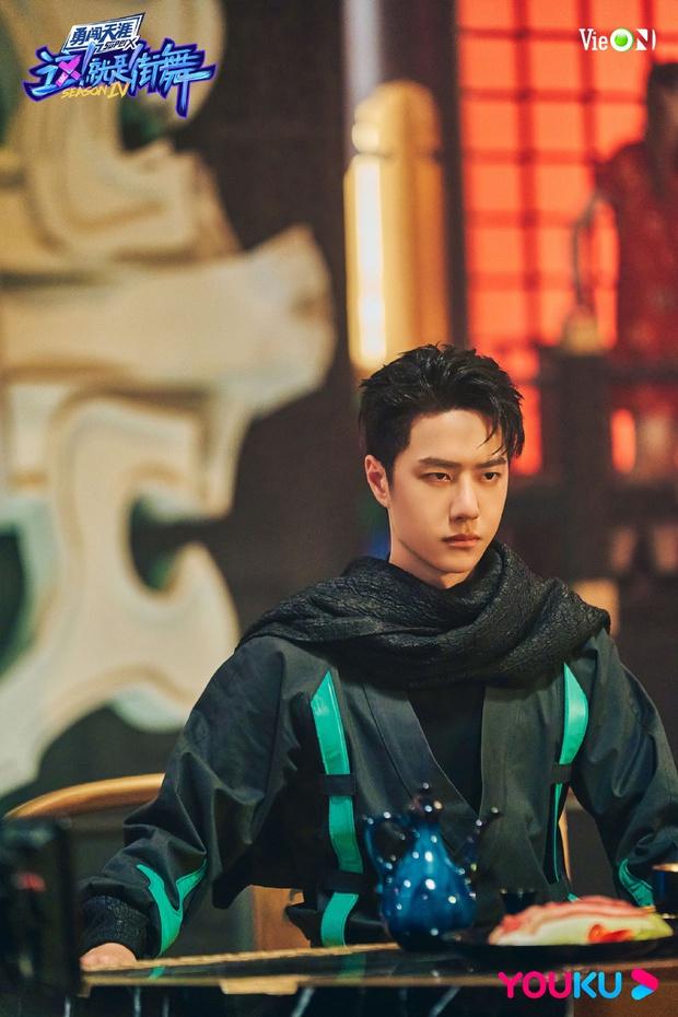 Visual lạnh lùng cực đỉnh của Vương Nhất Bác trên sàn đấu Street Dance Of China! - Ảnh 3.
