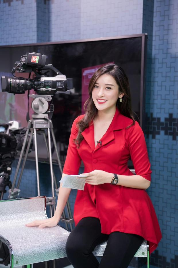 Á hậu Huyền My chính thức trở thành BTV truyền hình sau 7 năm đăng quang, visual lên sóng chưa chi đã thấy mê lắm rồi - Ảnh 2.