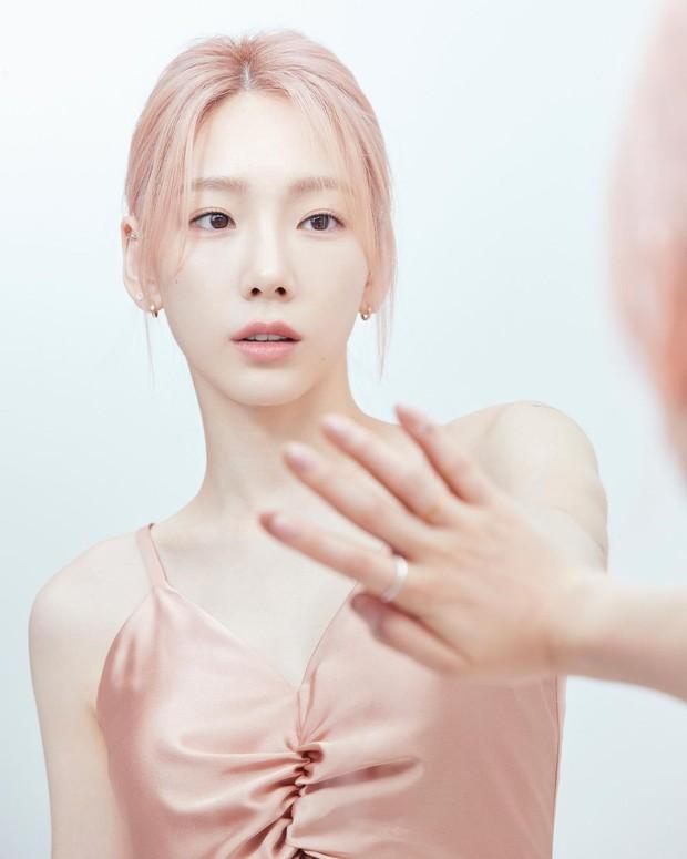 Taeyeon sắp vượt Yoona thành nữ thần của SNSD hay gì? Nhìn bộ ảnh mới khoe nhan sắc 32 tuổi như 23 mà xém xỉu vì sốc visual - Ảnh 2.