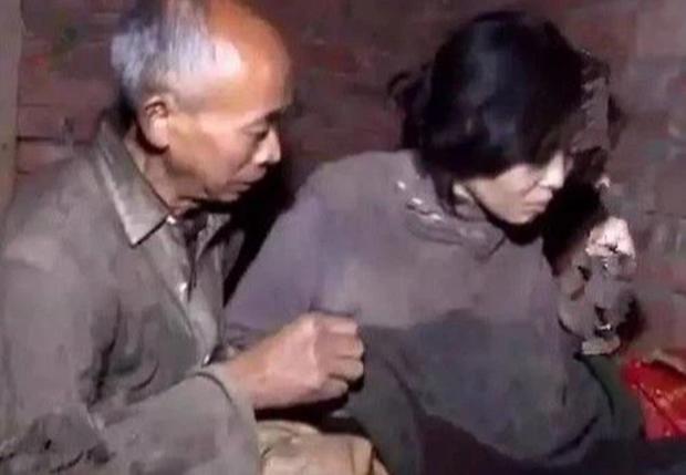 Cô sinh viên trẻ trung tự dưng cưới ông nông dân nghèo xơ xác, 17 năm sau sự thật mới được vạch trần - Ảnh 4.