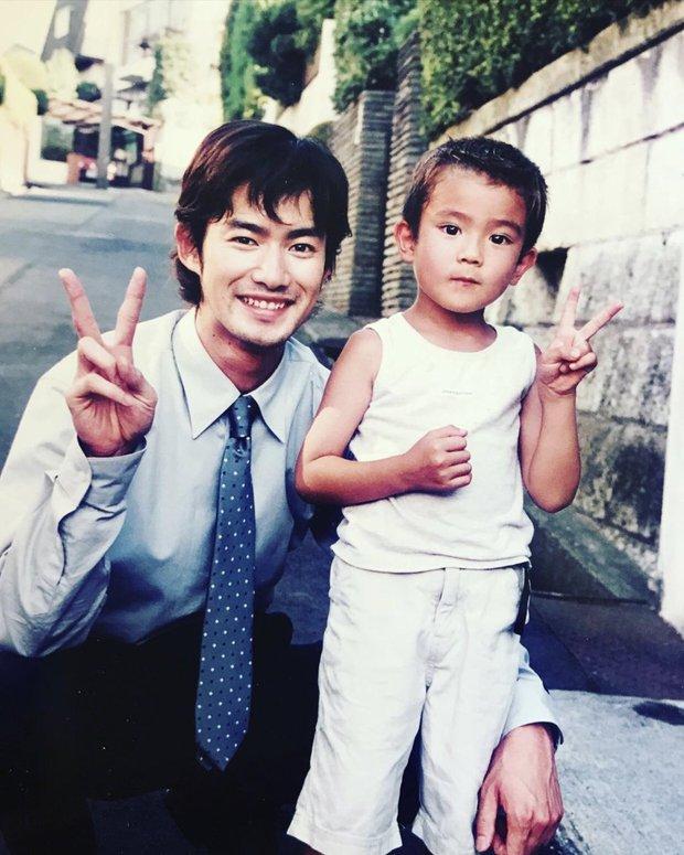14 tuổi đã dính bê bối có con với... bạn của mẹ, nam thần quốc bảo nhan sắc của Nhật Bản giờ đây có cuộc sống bất ngờ - Ảnh 4.