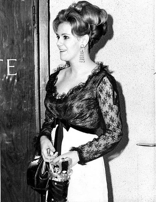 Tình địch của công nương Diana: Không mặc lố nhưng cũng rất nhạt nhòa, phong cách khác chính thất một trời một vực! - Ảnh 4.