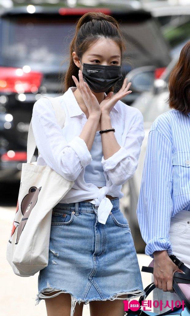 Ngó nhanh loạt đồ Zara sao Hàn vừa diện: Toàn crop top, chân váy xinh mê lại còn dễ mặc cực kỳ  - Ảnh 5.