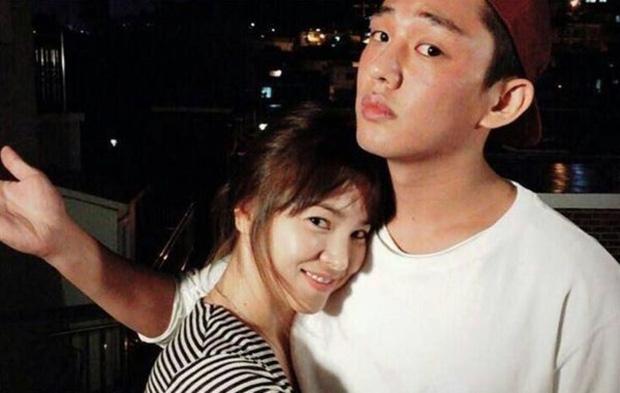 Top 1 Naver: Cả kho ảnh tình tứ của Song Hye Kyo - Yoo Ah In gây bão, truyền thông Hàn đặt dấu hỏi vì sao cả hai không hẹn hò - Ảnh 4.