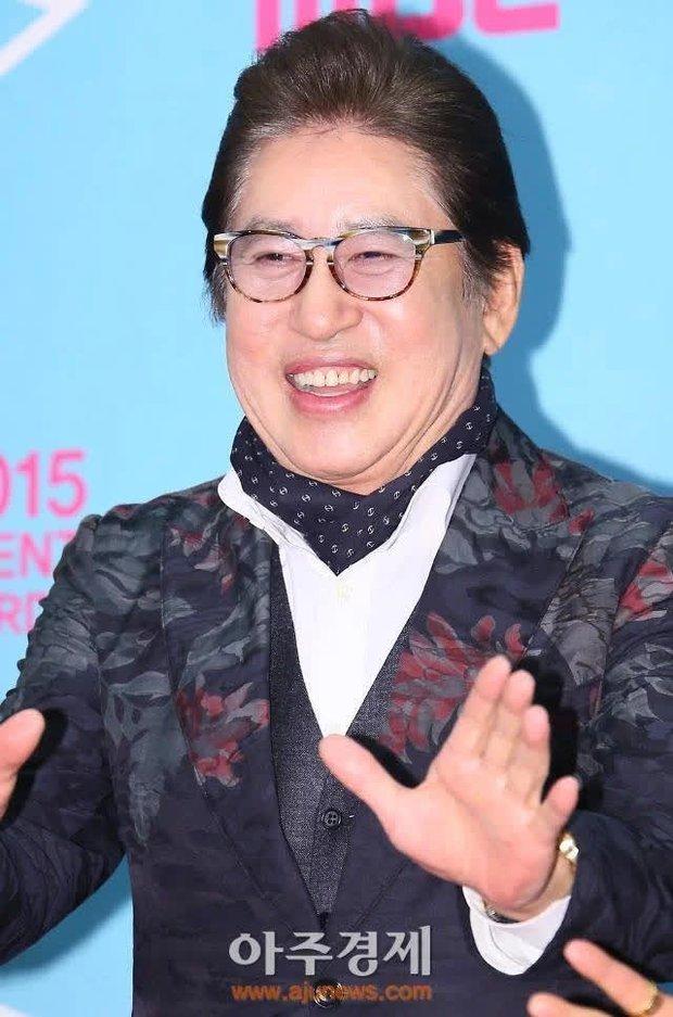"""Trước khi """"ông nội quốc dân"""" Hàn Quốc bị kiện vì ép người tình phá thai, hoá ra con trai Ha Jung Woo từng ẩn ý nhắc nhở bố? - Ảnh 1."""