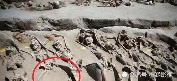 Các phi tần tuẫn táng cùng hoàng đế chân khi được phát hiện chân luôn ở tư thế mở rộng, trước khi chết đã xảy ra chuyện gì? - Ảnh 1.
