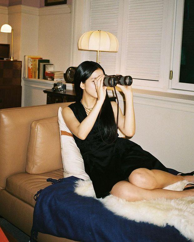 Jisoo (BLACKPINK) hiếm lắm mới diện váy xẻ khoe vòng 1 mất máu, visual và khí chất Hoa hậu Hàn Quốc bỗng thay đổi hẳn - Ảnh 2.