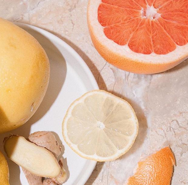 Đừng bao giờ dùng serum Vitamin C nếu bạn chưa nắm rõ những nguyên tắc cơ bản này - Ảnh 1.