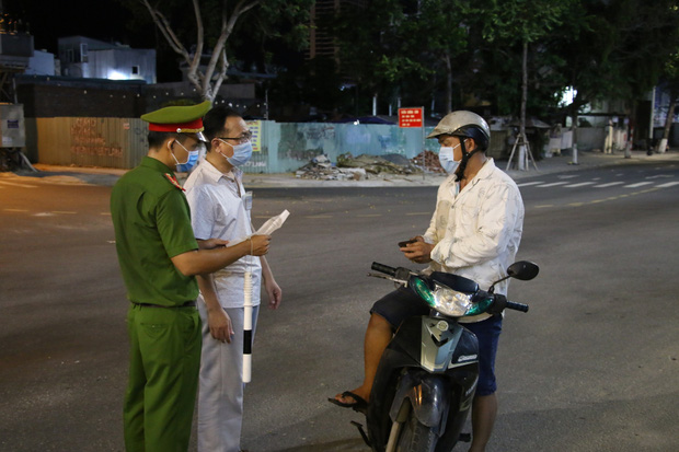 Đà Nẵng: Ra ngoài không được phép sẽ bị phạt đến 10 triệu đồng, không xét nghiệm SARS-CoV-2 phạt 3 triệu đồng - Ảnh 2.