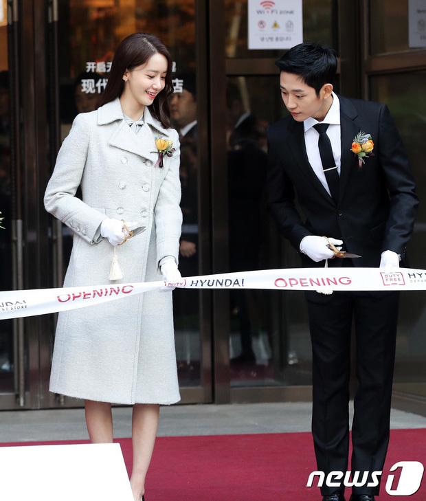 Xỉu ngang combo visual Yoona - Jung Hae In ở sự kiện cao cấp: Nữ thần SNSD như tiểu thư tài phiệt, tình tứ bất ngờ với tài tử cực phẩm - Ảnh 3.