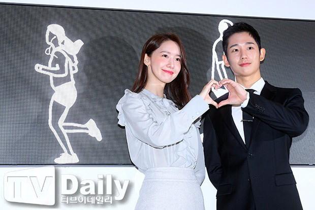 Xỉu ngang combo visual Yoona - Jung Hae In ở sự kiện cao cấp: Nữ thần SNSD như tiểu thư tài phiệt, tình tứ bất ngờ với tài tử cực phẩm - Ảnh 7.