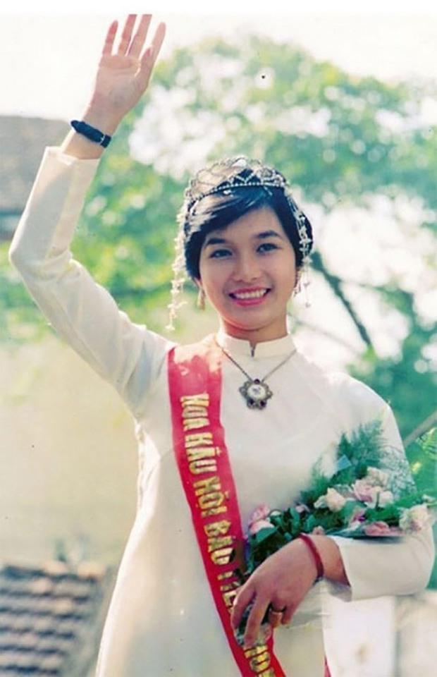 SIÊU HIẾM: Ảnh tạp chí và clip đăng quang của loạt Hoa hậu Việt Nam thập niên 80 - 90, kiểu tóc lẫn trang phục có lồng lộn như bây giờ? - Ảnh 1.