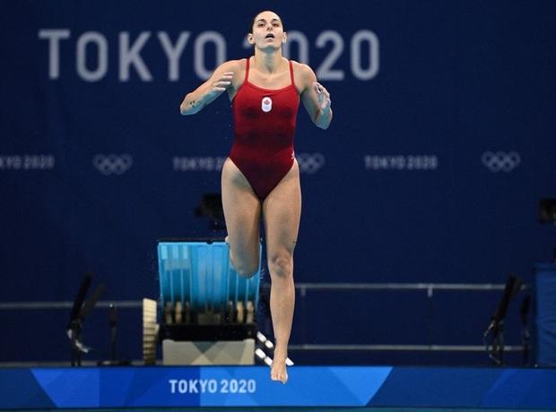 VĐV Olympic có pha nhảy cầu đáng quên với toàn điểm 0, lời giải thích của cô nàng sau đó khiến fan vừa cảm thông, vừa cực kỳ tự hào - Ảnh 3.