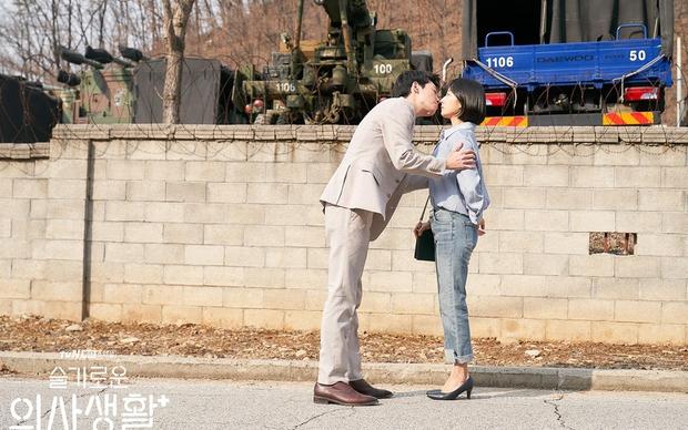 Tương lai 4 cặp đôi Hospital Playlist 2: Ik Jun - Song Hwa chắc kèo thoát ế, nhà Vườn Đông viên mãn nhưng cặp Bồ Câu liệu còn cơ hội? - Ảnh 16.