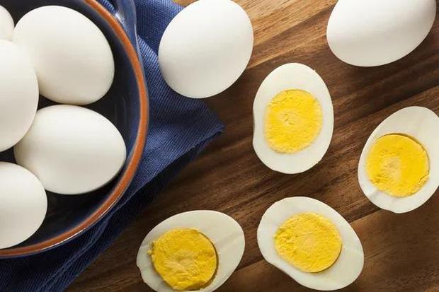 4 sai lầm khi lưu trữ và ăn trứng mà nhiều người mắc phải, không những làm mất chất dinh dưỡng mà còn gây ra nhiễm khuẩn - Ảnh 3.