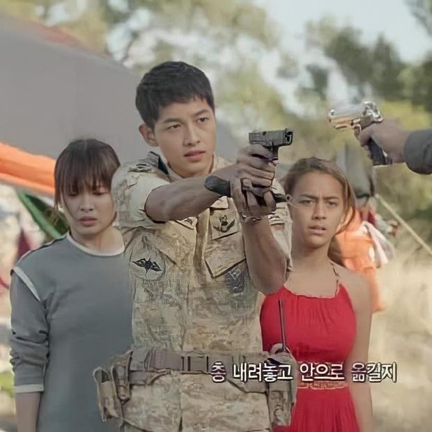 Sao Tây nhí được Song Joong Ki bảo vệ ở Hậu Duệ Mặt Trời sau 5 năm: Sexy, cá tính đến ngỡ ngàng - Ảnh 3.