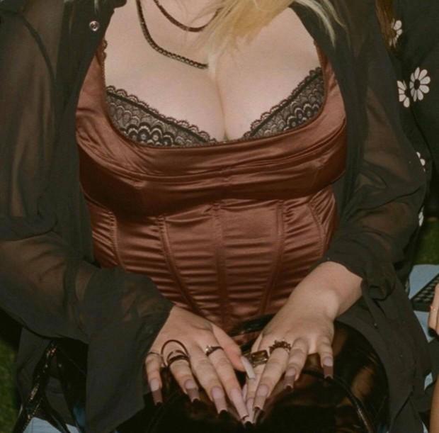 Billie Eilish bị tố lươn lẹo: Vừa lấy vòng 1 khủng khịa antifan, buồn khi bị chê body, sau lại cố phô da thịt nhức mắt - Ảnh 7.