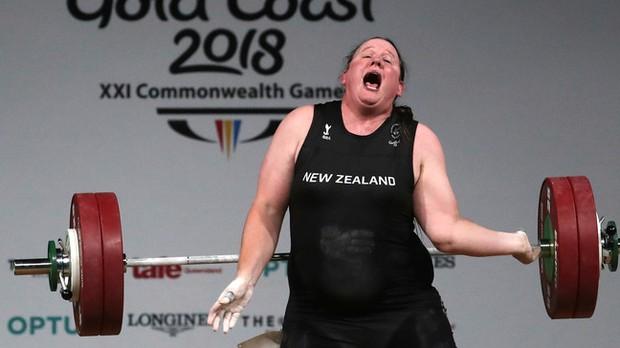 Màn đấu cử tạ rúng động Olympic Tokyo 2020: VĐV chuyển giới tranh HCV ở hạng cân nữ, thất bại toàn tập nhưng vẫn để lại nhiều tranh cãi - Ảnh 1.