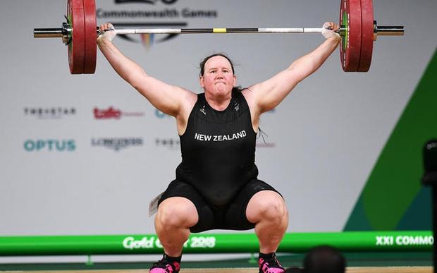 Màn đấu cử tạ rúng động Olympic Tokyo 2020: VĐV chuyển giới tranh HCV ở hạng cân nữ, thất bại toàn tập nhưng vẫn để lại nhiều tranh cãi - Ảnh 2.