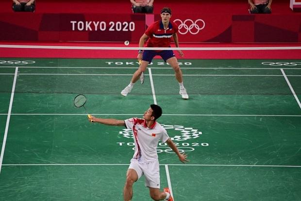 Tay vợt Đan Mạch không thể ngừng khóc sau khi đánh bại ĐKVĐ Olympic người Trung Quốc ở chung kết cầu lông đơn nam - Ảnh 3.