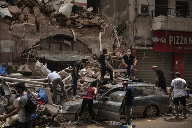 Một năm sau thảm họa ở cảng Beirut, những vết thương để lại vẫn chưa lành - Ảnh 12.