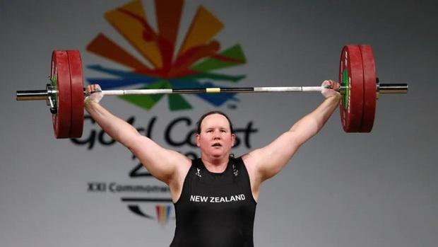 Màn đấu cử tạ rúng động Olympic Tokyo 2020: VĐV chuyển giới tranh HCV ở hạng cân nữ, thất bại toàn tập nhưng vẫn để lại nhiều tranh cãi - Ảnh 3.
