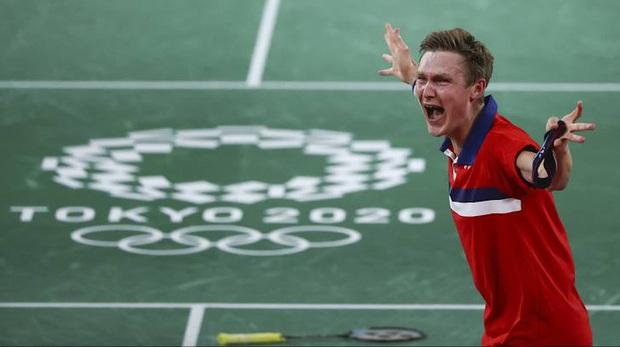 Tay vợt Đan Mạch không thể ngừng khóc sau khi đánh bại ĐKVĐ Olympic người Trung Quốc ở chung kết cầu lông đơn nam - Ảnh 4.