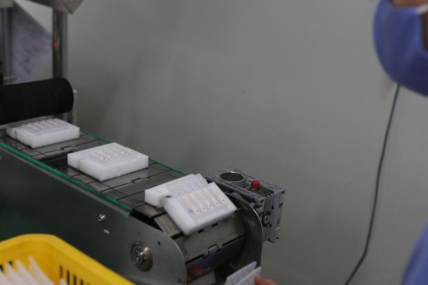 Đột nhập nhà máy duy nhất sản xuất dung môi vaccine Pfizer tại Việt Nam - Ảnh 7.