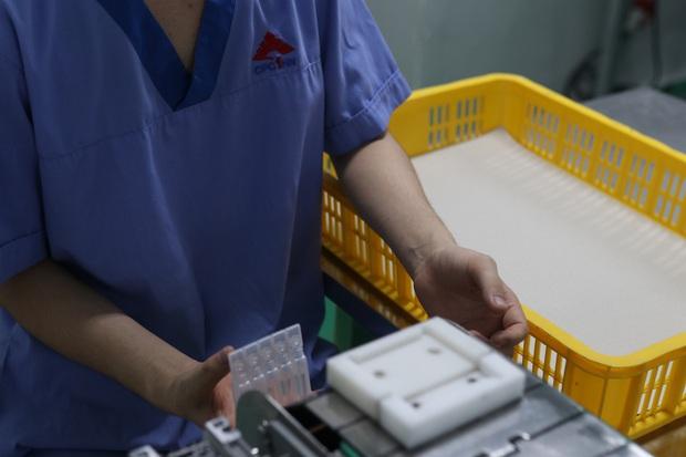 Đột nhập nhà máy duy nhất sản xuất dung môi vaccine Pfizer tại Việt Nam - Ảnh 8.