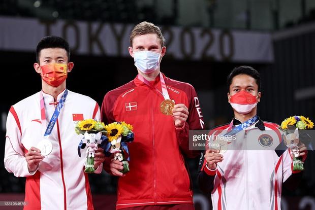 Tay vợt Đan Mạch không thể ngừng khóc sau khi đánh bại ĐKVĐ Olympic người Trung Quốc ở chung kết cầu lông đơn nam - Ảnh 8.